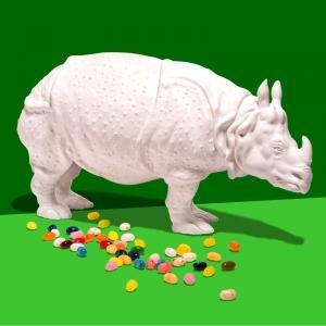 Rhinozerus vor grünem Hintergrund