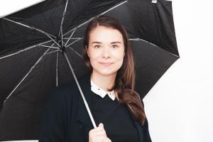 NPN-Team member Pascale mit Regenschirm