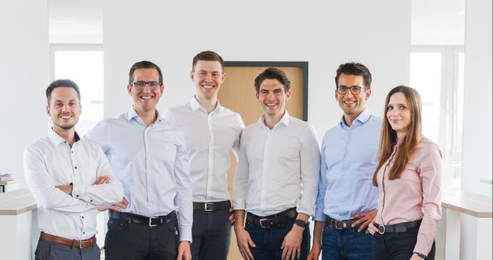 Das Team von Claimflow, fünf Männer , eine Frau